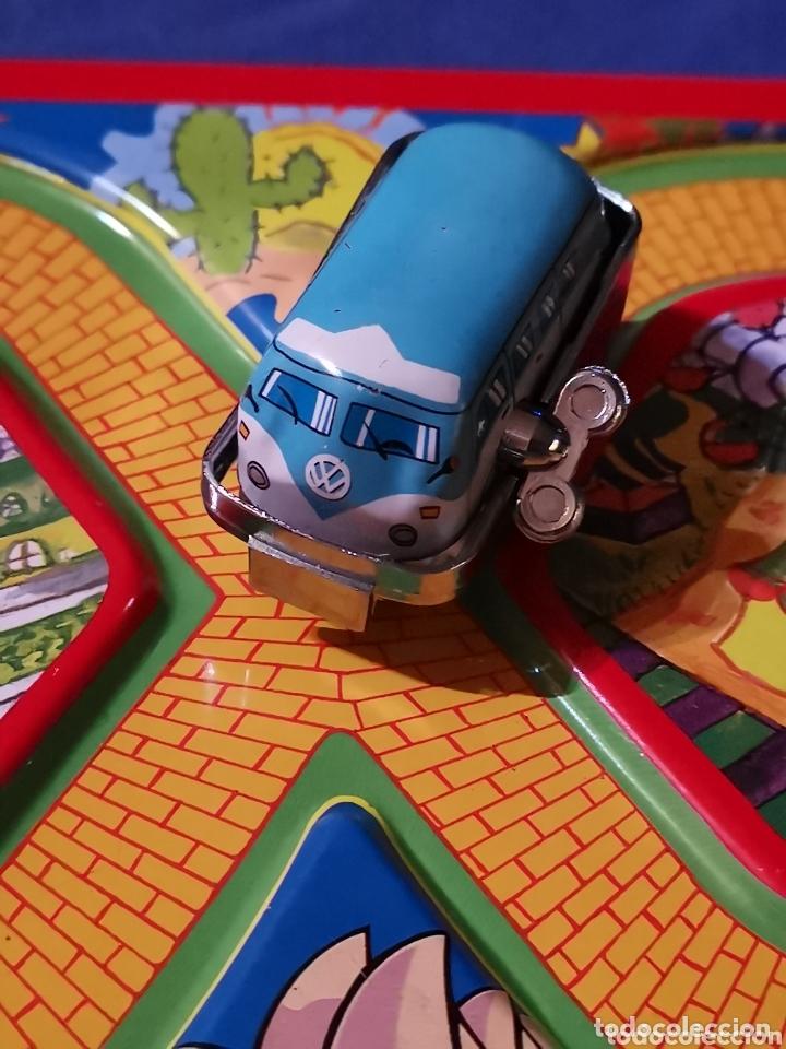 Juguetes antiguos de hojalata: Circuito con furgoneta de hojalata - Foto 2 - 174263859