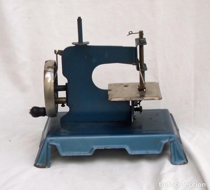 Juguetes antiguos de hojalata: maquina de coser marca francesa - Foto 2 - 175226904