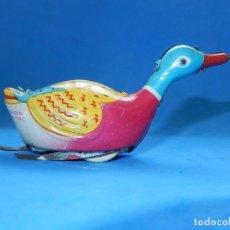 Juguetes antiguos de hojalata: PATO DE HOJALATA. FABRICACIÓN CHINA.. Lote 175504715