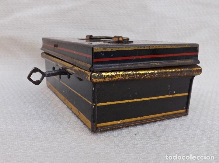 Juguetes antiguos de hojalata: CAJA DE CAUDALES MADE IN ENGLAND 15X9 - Foto 3 - 176304067