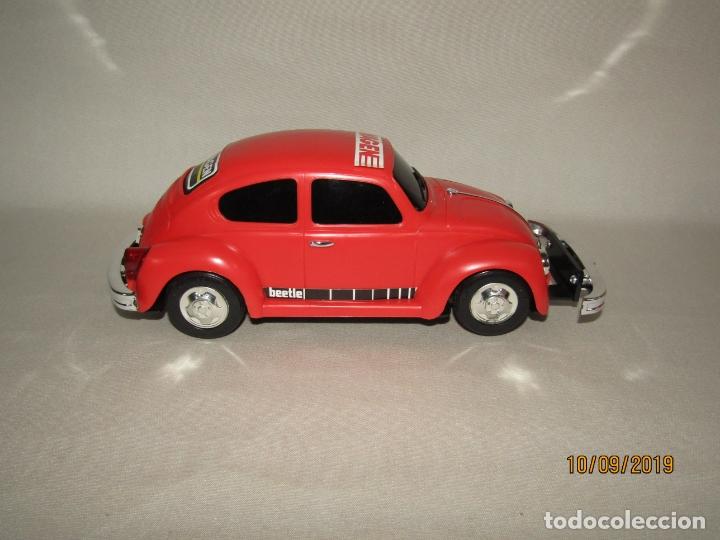 Juguetes antiguos de hojalata: Antiguo Volskswagen Beetle Eléctrico de MASUDAYA Fabricado en Japón - Año 1960-70s. - Foto 2 - 176304284