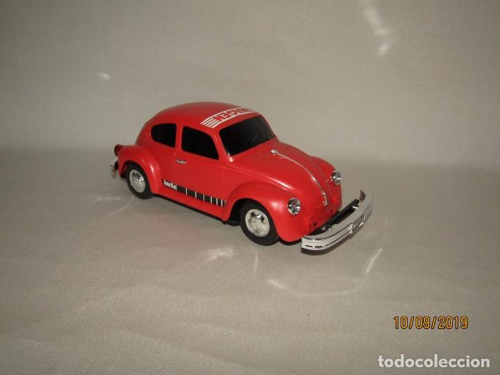 Juguetes antiguos de hojalata: Antiguo Volskswagen Beetle Eléctrico de MASUDAYA Fabricado en Japón - Año 1960-70s. - Foto 9 - 176304284