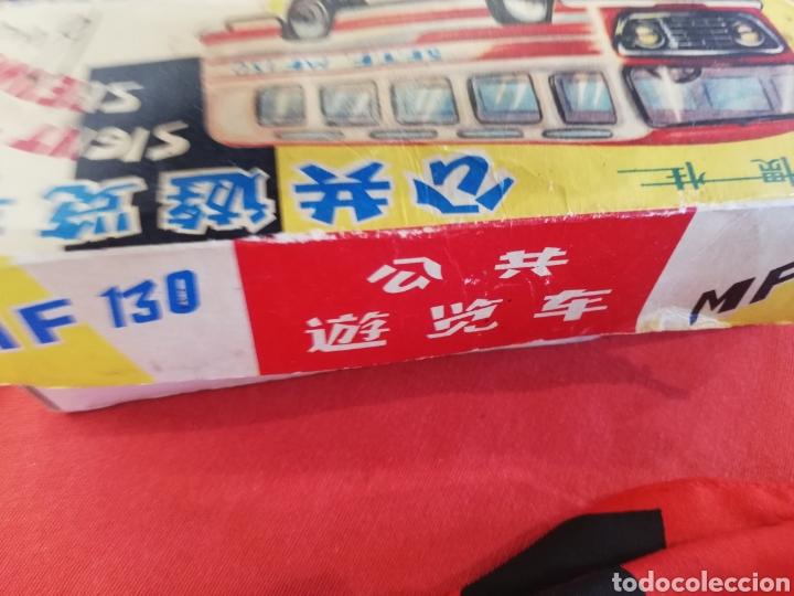 Juguetes antiguos de hojalata: Antiguo autobús de hojalata de fricción en su caja.. Creo q es de finales 50.. Principio 60.. 25 cm - Foto 3 - 177662239