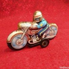 Juguetes antiguos de hojalata: MOTOCICLETA DE HOJALATA ROMAN. Lote 178093968