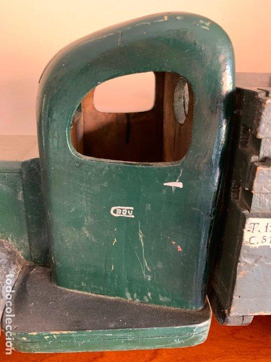 Juguetes antiguos de hojalata: CAMION MERCEDES L-6600 DE 1949 86 CMS MADERA DENIA BARCELONA - Foto 8 - 178111732