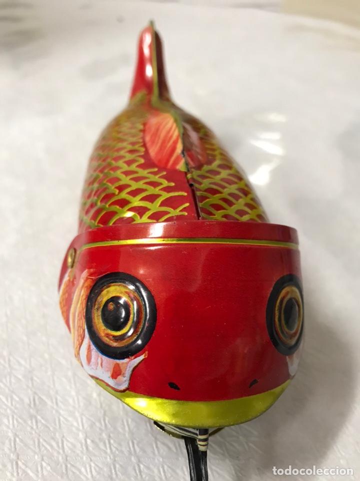 Juguetes antiguos de hojalata: PEZ GRANDE Y PEQUEÑO - Foto 3 - 179119843