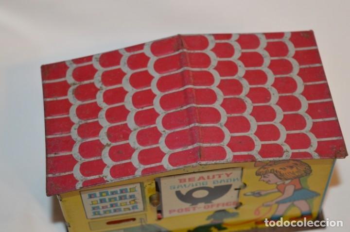Juguetes antiguos de hojalata: Antigua Hucha OFICINA POSTAL / BANCO - Juguete de hojalata litografiada - Años 60/70 - ¡Mira fotos! - Foto 4 - 180129821