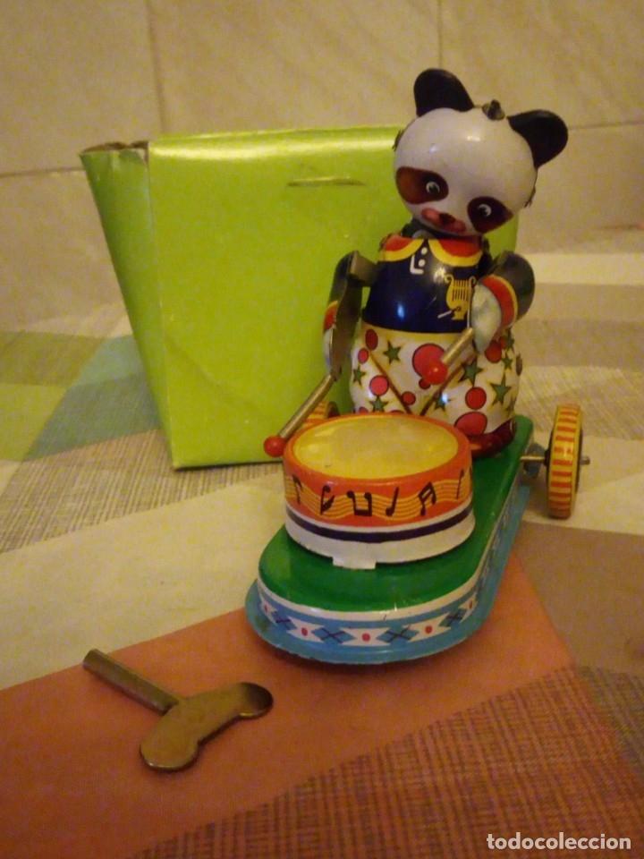 OSO PANDA CON TAMBOR Y PATINETE DE HOJALATA MS565 ,AÑOS 90 A CUERDA,LITOGRAFIADO (Juguetes - Juguetes de Hojalata: Reproducciones y Actuales )