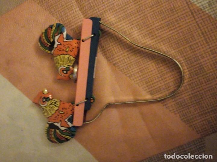 Juguetes antiguos de hojalata: gallos comiendo de hojalata juguete manual. litografiado.años 90 - Foto 5 - 180286781