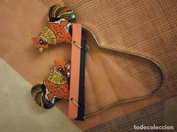 Juguetes antiguos de hojalata: gallos comiendo de hojalata juguete manual. litografiado.años 90 - Foto 6 - 180286781