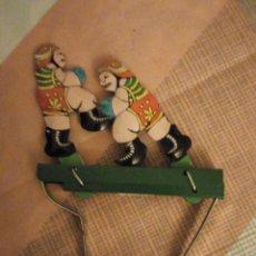 Juguetes antiguos de hojalata: LUCHADORES DE BOXEO HOJALATA,LITOGRAFIADO JUGUETE MANUAL. AÑOS 90. Lote 180286866