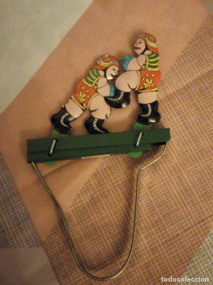 Juguetes antiguos de hojalata: luchadores de boxeo hojalata,litografiado juguete manual. años 90 - Foto 2 - 180286866