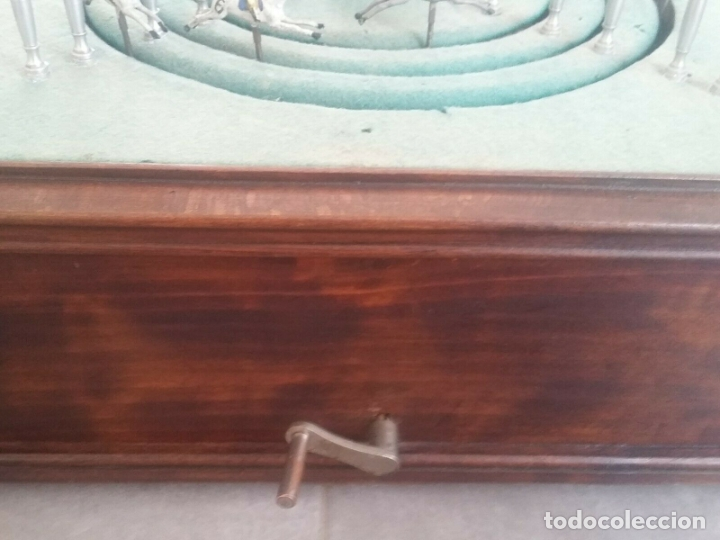 Juguetes antiguos de hojalata: ENORME ANTIGUO JUEGO CARRERAS CABALLOS AÑO 1910 CAJA MADERA NOBLE GRAN TAMAÑO 51X51 cm .2710.00 EUR. - Foto 3 - 181430765