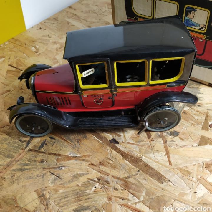Juguetes antiguos de hojalata: 2 coches históricos de paya - Foto 2 - 182175925
