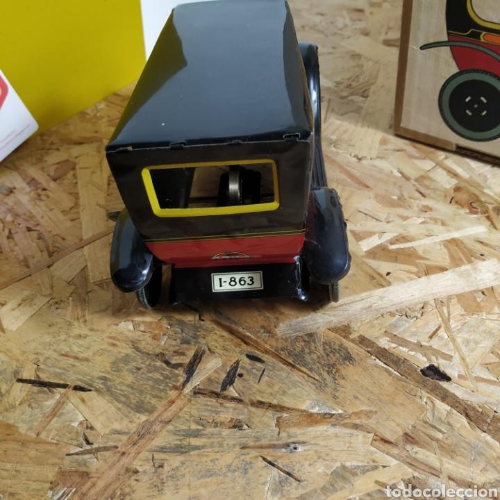 Juguetes antiguos de hojalata: 2 coches históricos de paya - Foto 5 - 182175925