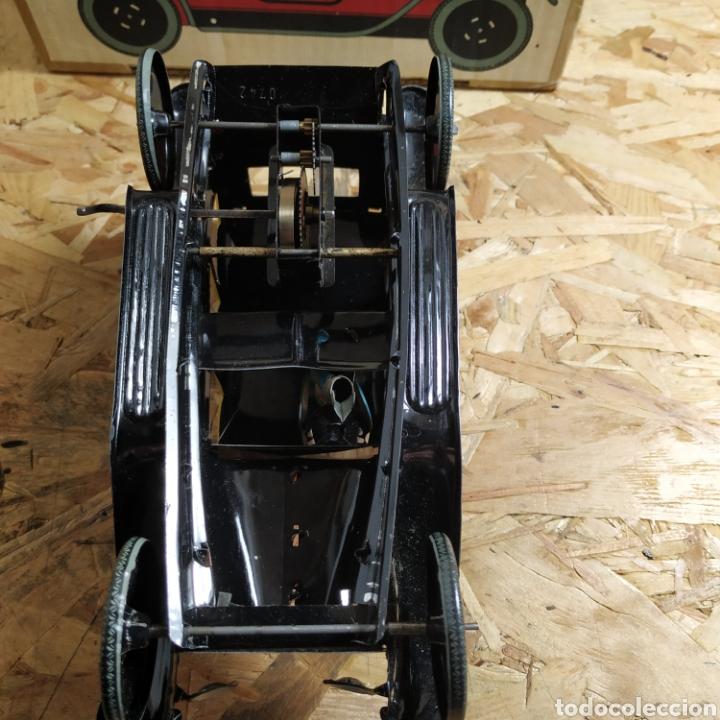 Juguetes antiguos de hojalata: 2 coches históricos de paya - Foto 6 - 182175925