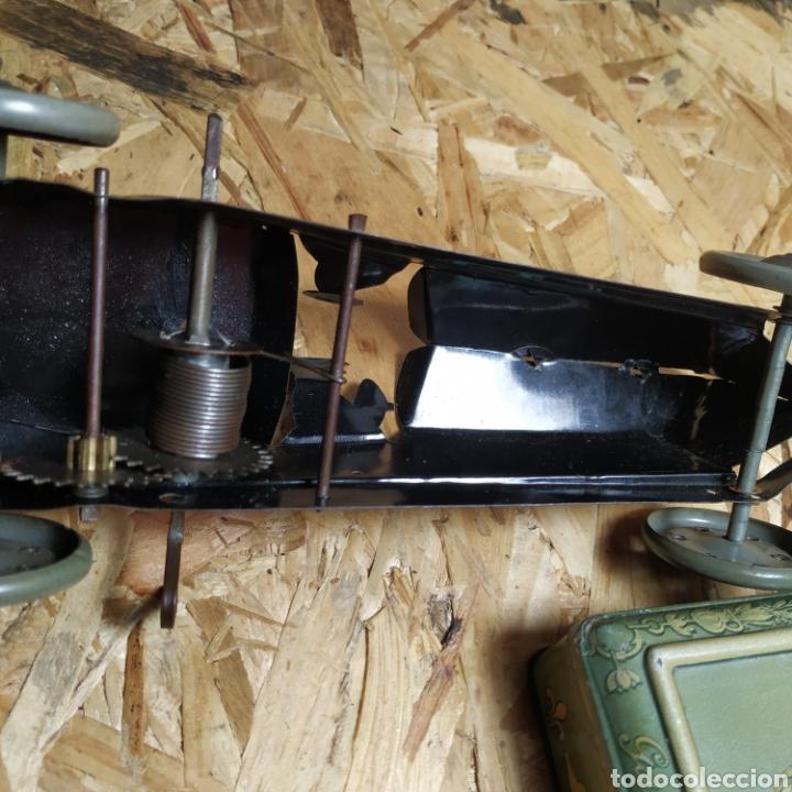 Juguetes antiguos de hojalata: 2 coches históricos de paya - Foto 15 - 182175925