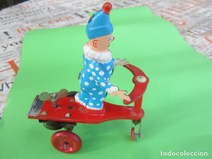 Juguetes antiguos de hojalata: payaso de lata , a cuerda , patinador sobre triciclo para coleccion , , años 90 - Foto 2 - 182211171