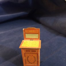 Juguetes antiguos de hojalata: ANTIGUO APARADOR DE HOJALATA JUGUETE IBI. Lote 182634966