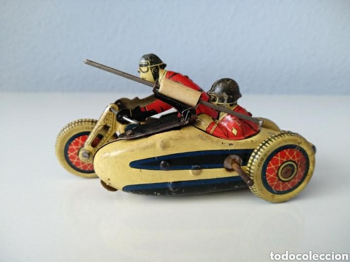 Juguetes antiguos de hojalata: SFA PARIS, ANTIGUA MOTO CON SIDECAR. HOJALATA Y CUERDA - Foto 6 - 151836542