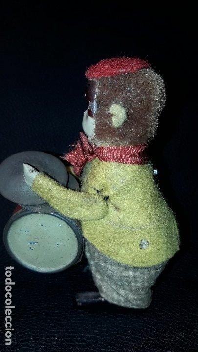 Juguetes antiguos de hojalata: MONO A CUERDA SCHUCO - Foto 3 - 183024543