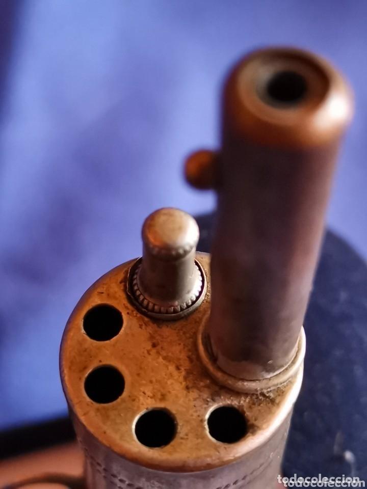 Juguetes antiguos de hojalata: Raro revolver de principios del siglo pasado - Foto 3 - 183345471