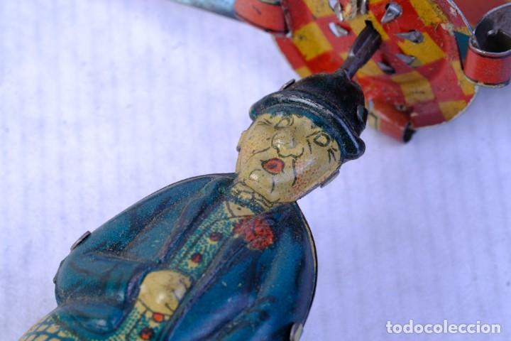Juguetes antiguos de hojalata: Juguete Charlot hélice en hojalata años 40 - Foto 4 - 183853927
