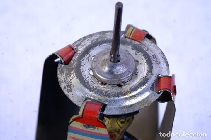 Juguetes antiguos de hojalata: Juguete Charlot hélice en hojalata años 40 - Foto 5 - 183853927