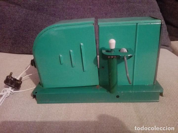 Juguetes antiguos de hojalata: Antiguo Proyector cine nic verde - Foto 2 - 183859273