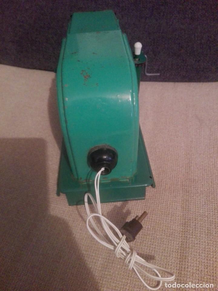 Juguetes antiguos de hojalata: Antiguo Proyector cine nic verde - Foto 3 - 183859273