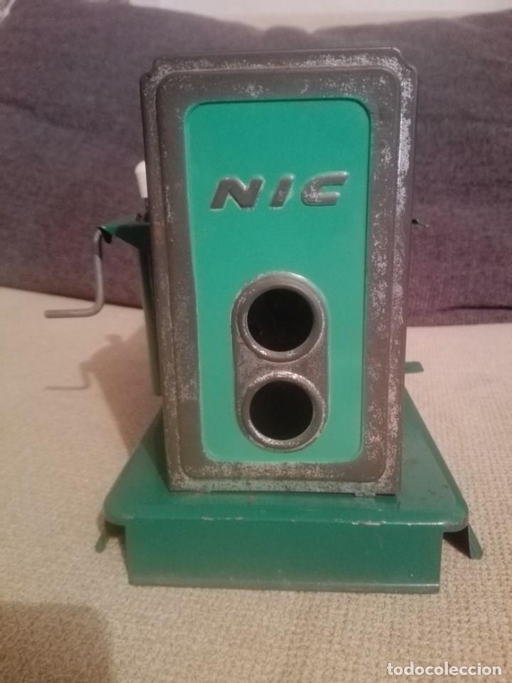 Juguetes antiguos de hojalata: Antiguo Proyector cine nic verde - Foto 4 - 183859273