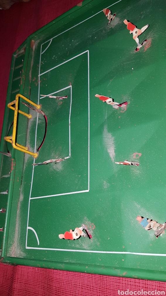 Juguetes antiguos de hojalata: Antiguo futbolin hojalata y alambre oet - Foto 3 - 184100836