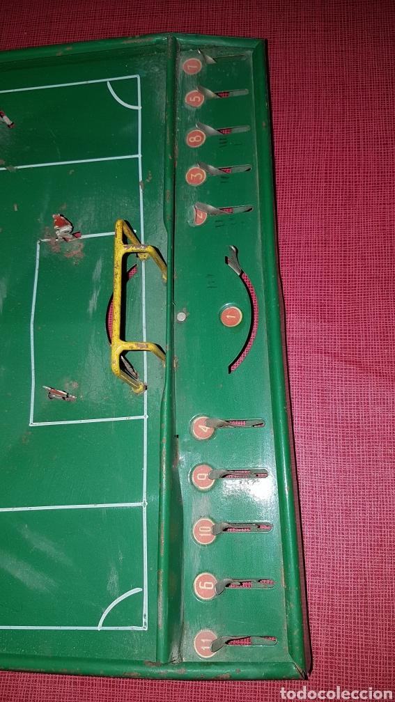 Juguetes antiguos de hojalata: Antiguo futbolin hojalata y alambre oet - Foto 4 - 184100836