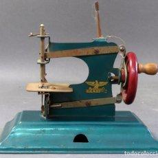Juguetes antiguos de hojalata: MÁQUINA COSER INFANTIL CASIGE HOJALATA ALEMANA AÑOS 50. Lote 184446848