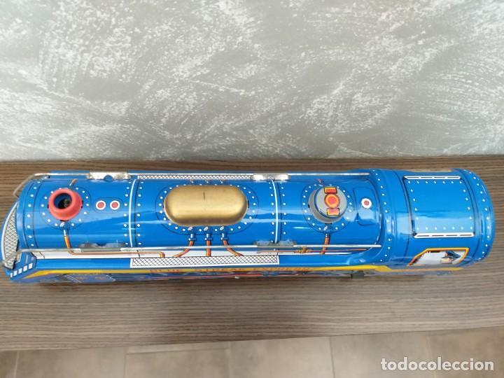 Juguetes antiguos de hojalata: antigua locomotora hojalata blue streak express trade mark modern toys made in japan funcionando - Foto 3 - 186437385