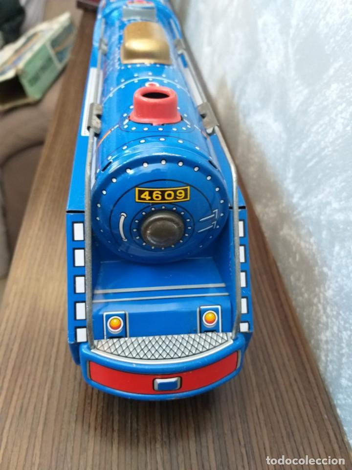 Juguetes antiguos de hojalata: antigua locomotora hojalata blue streak express trade mark modern toys made in japan funcionando - Foto 5 - 186437385