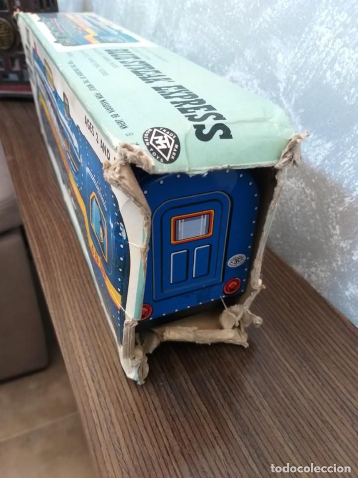 Juguetes antiguos de hojalata: antigua locomotora hojalata blue streak express trade mark modern toys made in japan funcionando - Foto 15 - 186437385