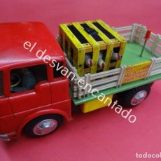 Juguetes antiguos de hojalata: ANTIGUO CAMION TRANSPORTE GANADO MC DONALDS FARM TRUCK. MADE IN JAPAN. AÑOS 1960S. Lote 188407282