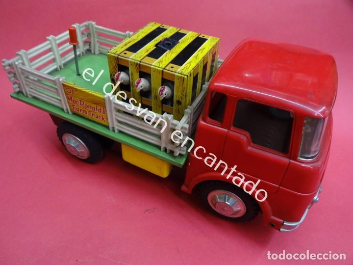 Juguetes antiguos de hojalata: Antiguo camion transporte ganado MC DONALDS FARM TRUCK. Made in Japan. Años 1960s - Foto 2 - 188407282