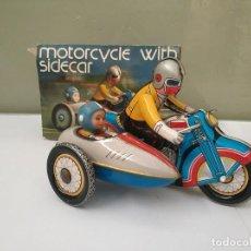 Juguetes antiguos de hojalata: MOTO CON SIDECAR DE HOJALATA - MOTORCYCLE WITH SIDECAR A CUERDA FUNCIONA Y EN CAJA. Lote 189342090
