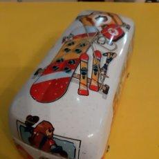Juguetes antiguos de hojalata: COCHE VOLKSWAGEN CAJA GALLETAS PRODUCTO OFICIAL VOLKSWAGEN. Lote 190576662
