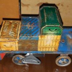 Giocattoli antichi di latta: JUGUETE PORTAEQUIPAJES CORGI. Lote 190604461