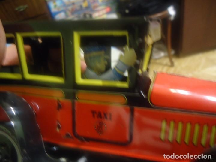Juguetes antiguos de hojalata: taxi rojo de paya serie 1905 reproduccion - Foto 2 - 205251463