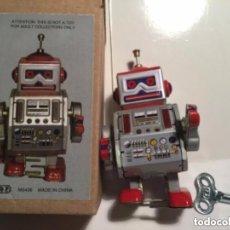 Juguetes antiguos de hojalata: ROBOT- MARCA N R - 10X 5,5CM. Lote 191461526