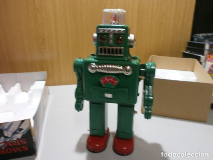 Juguetes antiguos de hojalata: robot de hojalata smoking space man de ha ha toy como nuevo funcionando mide 31 cm - Foto 3 - 191484777