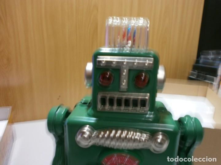 Juguetes antiguos de hojalata: robot de hojalata smoking space man de ha ha toy como nuevo funcionando mide 31 cm - Foto 4 - 191484777