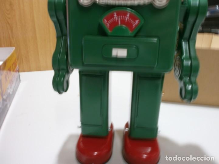Juguetes antiguos de hojalata: robot de hojalata smoking space man de ha ha toy como nuevo funcionando mide 31 cm - Foto 5 - 191484777