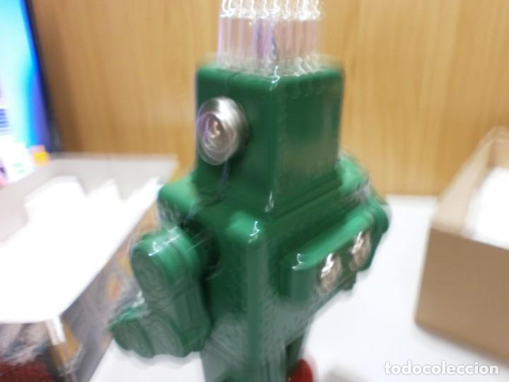 Juguetes antiguos de hojalata: robot de hojalata smoking space man de ha ha toy como nuevo funcionando mide 31 cm - Foto 6 - 191484777