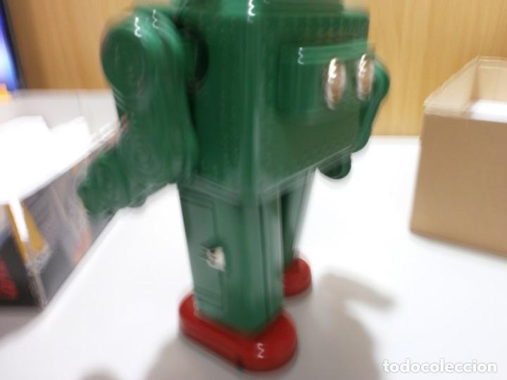 Juguetes antiguos de hojalata: robot de hojalata smoking space man de ha ha toy como nuevo funcionando mide 31 cm - Foto 7 - 191484777