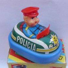Juguetes antiguos de hojalata: COCHE DE POLICIA SALVAOBSTACULOS..BERNABEU GISBERT...AÑOS 70-80..CAJA ORIGINAL..SIN PROBAR.. Lote 193192795